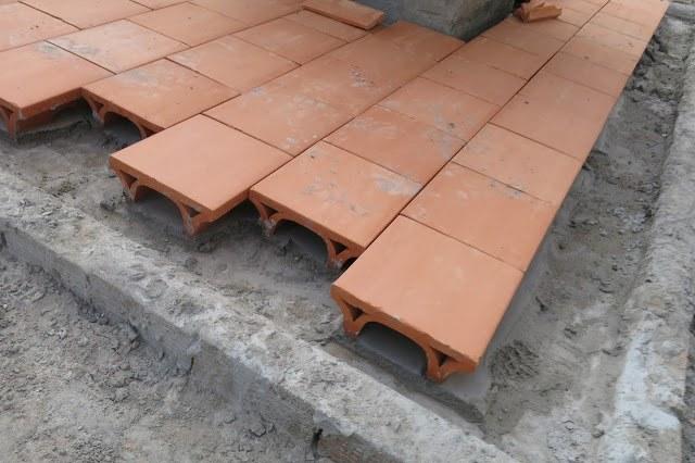sử dụng mái chống nóng và gạch cách nhiệt