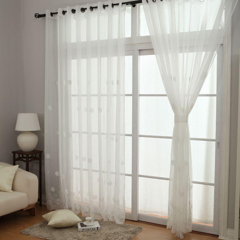 sử dụng rèm cửa mỏng cho nhà thiếu sáng