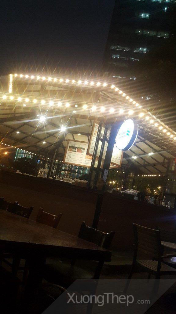 thiết kế và thi công mái khung thép cho quầy bar cafe helio..