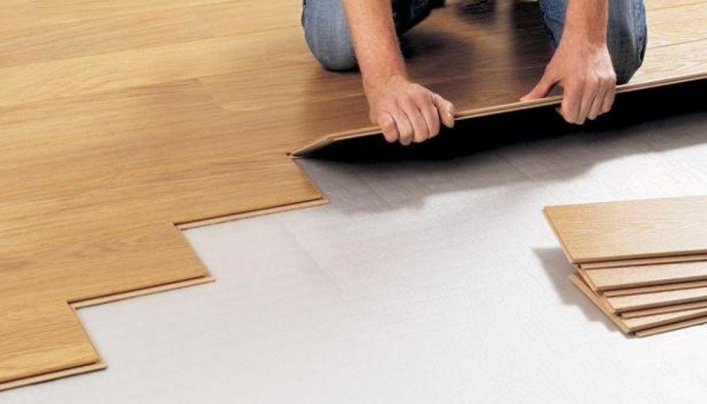 nên chọn gạch men hay sàn gỗ lát nền?