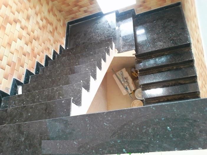 thiết kế cầu thang đá hoa cương đẹp và sang trọng