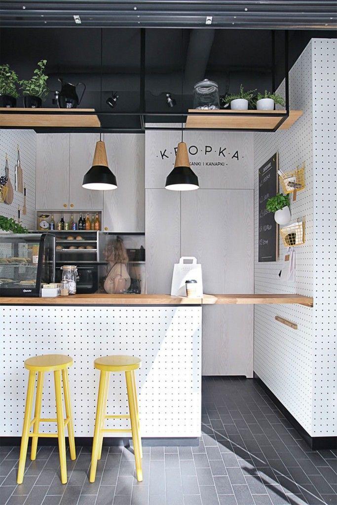 sử dụng ghế cao và bàn chữ nhật cho nhà bếp nhỏ